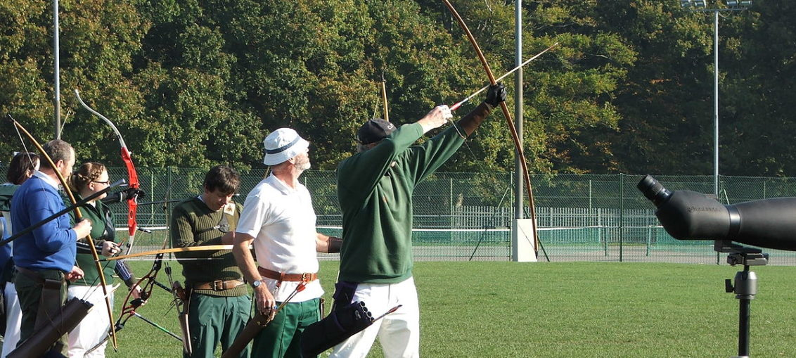 Longbow vs Recurve bow